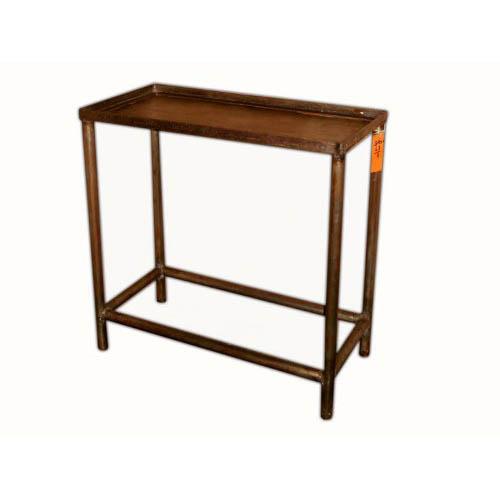 Table en métal 1691